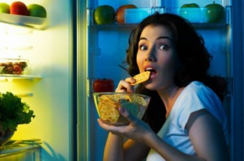 Is It OK to Eat Carbs & Calories At Night?