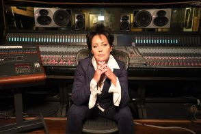 EP 126 - Singer-Songwriter Kelly Lang: What Surviving Breast Cancer Meant to Me