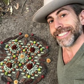 EP 62 - Morning Altars: 7-Step Practice to Nourish Your Spirit Through Nature, Art & Ritual