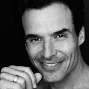 EP 123 - Actor Antonio Sabato Jr. Shares His Family's Harrowing Journey to America, Lessons