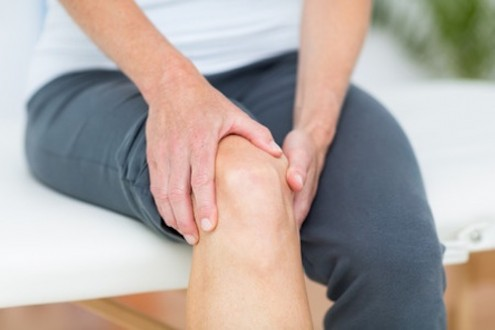 5 Signs of Knee Pain to Discuss with Your Doctor
